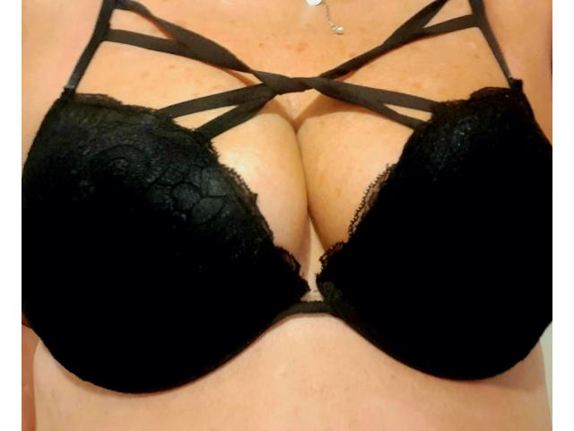 All AUSSIE COUGAR Emma  will leave you breathless