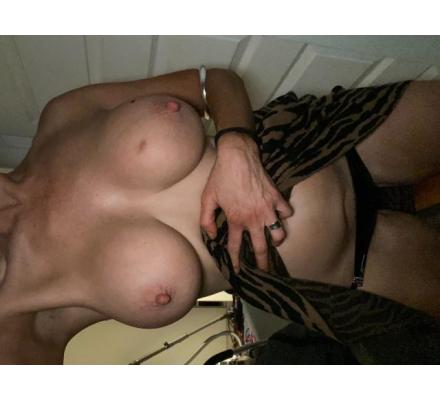 Sexy Aussie Milf looking For Cock I am Horny