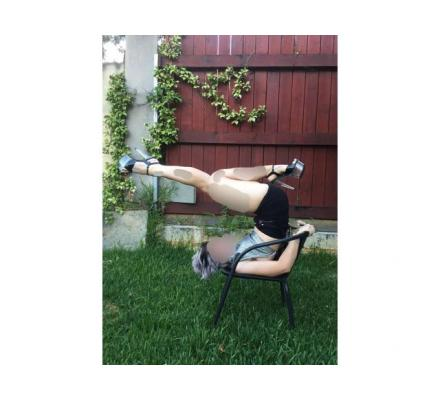 FLEXIBLE young Aussie Lizzy! Let me give you a private dance!