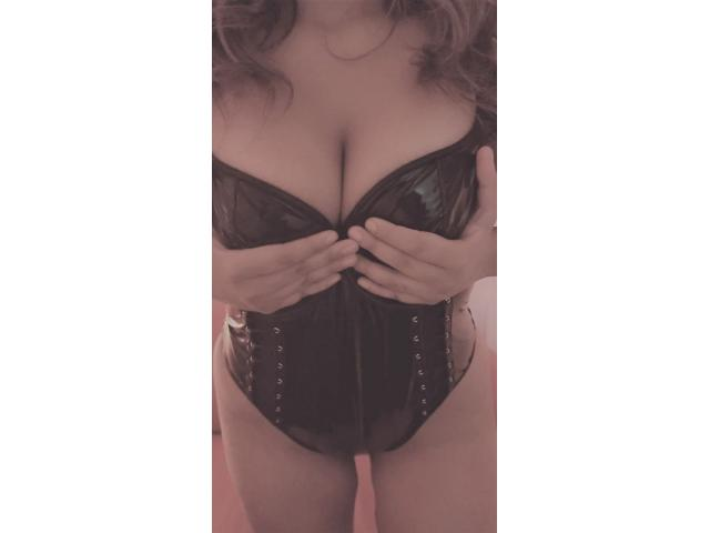 HOT CURVY 23 YR OLD Latina available for erotic massage now!!