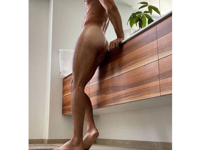 Leo - Straight Male Escort for Women and Couples - DISCOUNT!