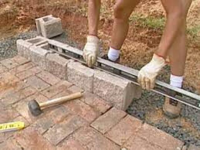 Sandstone Retaining Wall Installation and Construction