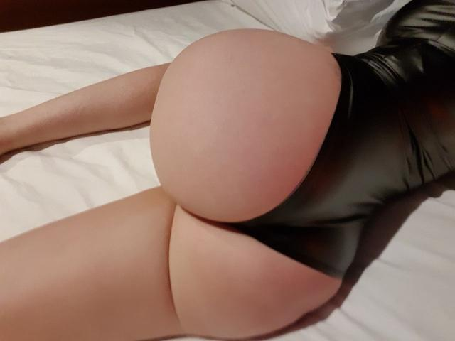 Anastasia La Blac - Willing and Ready to please - Booty Queen
