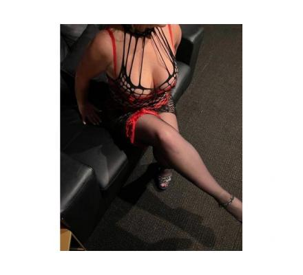 Crystal Lee - Experienced & Magnetic Beauty - Alluring Aussie Delight - I'm Going to Give Yo