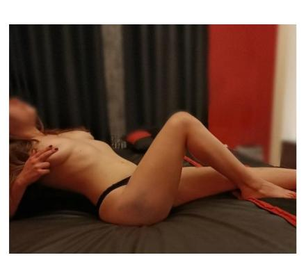 Sexy Aussie babe Scarlet- back for a short time only!