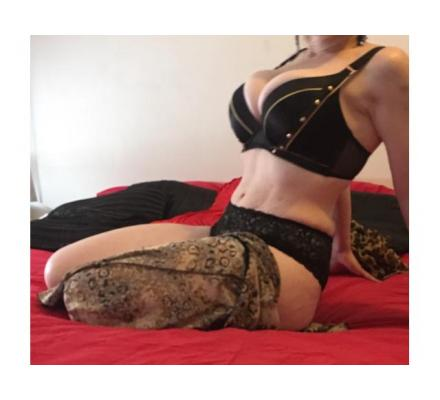 Stunning white real Australian lady for you - text only