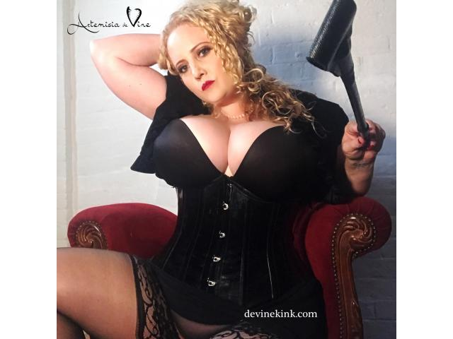 Mistress Artemisia de Vine: Elegantly perverted & highly experienced in BDSM