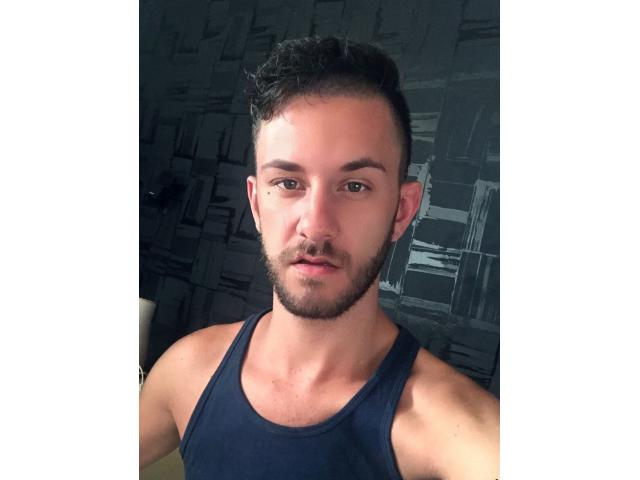 M4M: I AM LOOKING FOR SOME PROTEIN'S BREAKFAST! 24 hungry gay for HUNG 35+ (I love str8 and Bi)