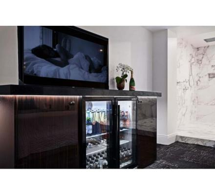 We can positively guarantee $4000 - $8000 per week in a private, safe & discreet environment!