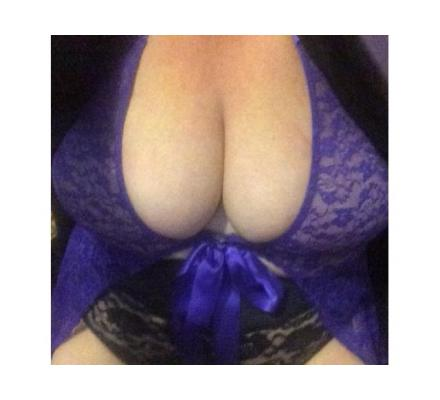 BBW Italian Cougar/Milf is available now for in-calls @Olympic Park !