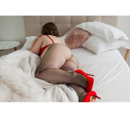 Kate Smith - BBW escort with generous curves in all the right places!